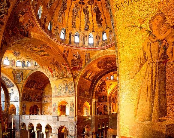 Neue Bilder > Kostbare Architektur Gold im Licht