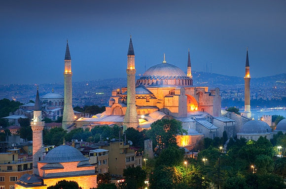 Enchanting Istanbul A city suspended between Europe and Asia